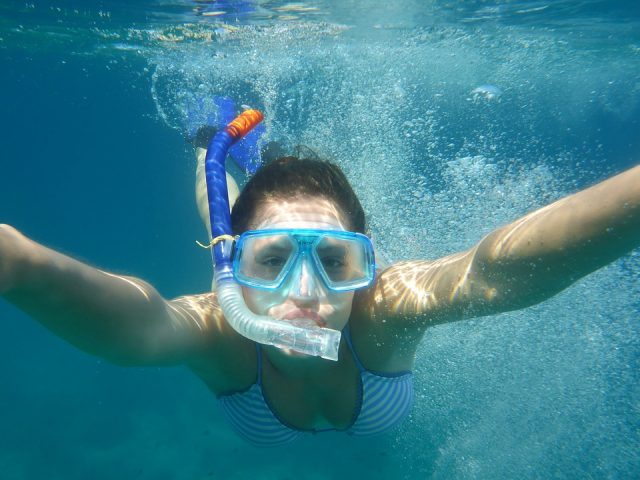 シュノーケルのおすすめ用品で泳ぐ