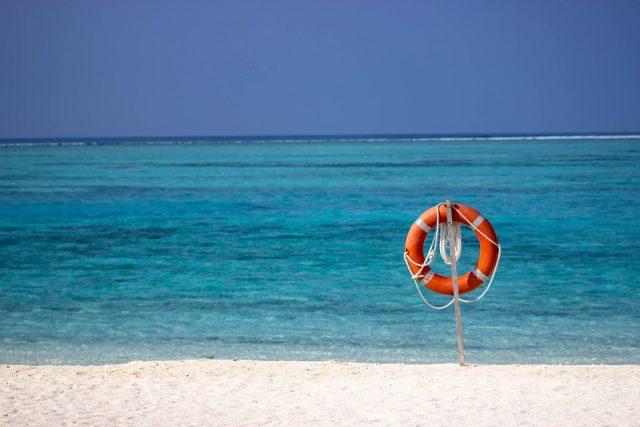 素敵な海と可愛い浮輪