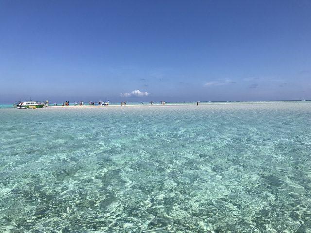 海に浮かぶ百合ヶ浜