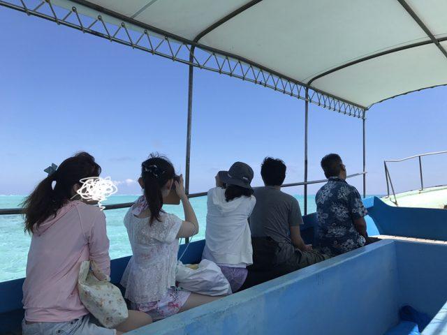百合ヶ浜へ行く途中のグラスボート内