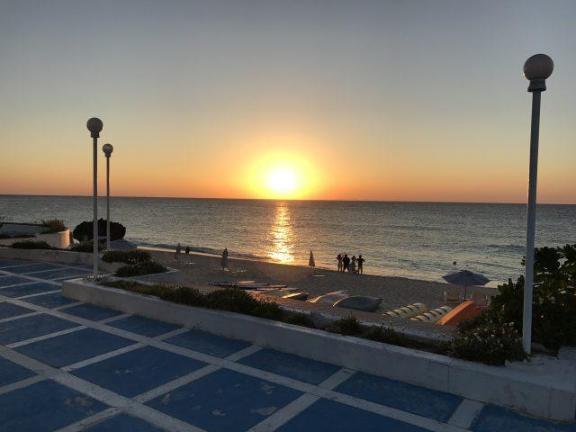 与論島旅行で見られるプリシアリゾートヨロンから見る夕日