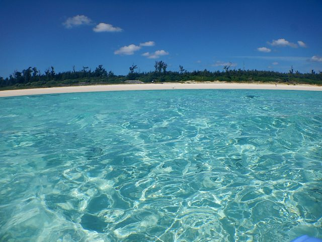与論島の観光名所のビーチ