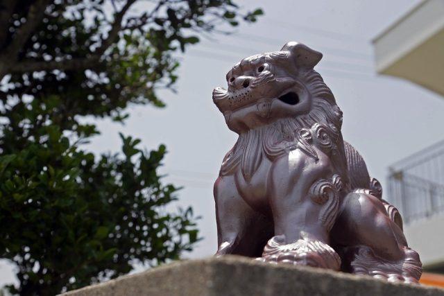 冬の沖縄にも置いてあるシーサー