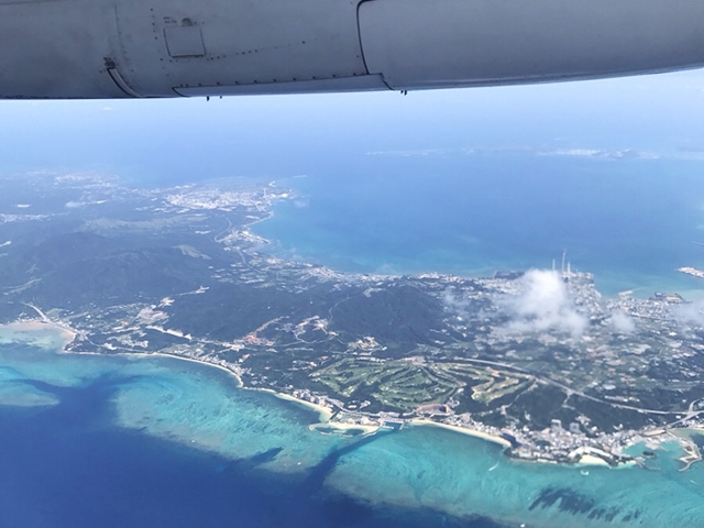 与論島旅行で乗った飛行機からの景色