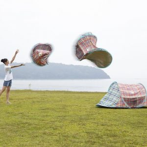 ワンタッチで立てるビーチテント