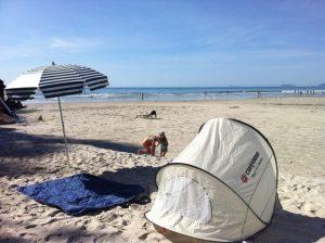 ビーチとテント