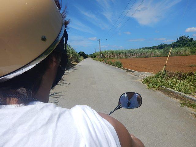与論島のレンタルバイクでドライブ