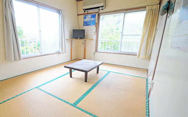 与論島のホテルの一室