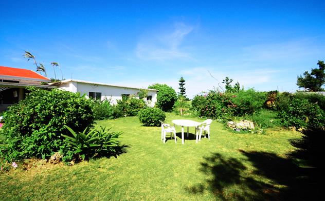 与論島のホテルのマリナデルレイの庭