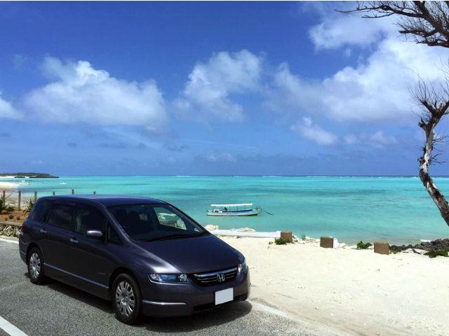 与論島のレンタカーと海