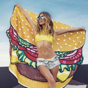 ハンバーガー柄のビーチタオル