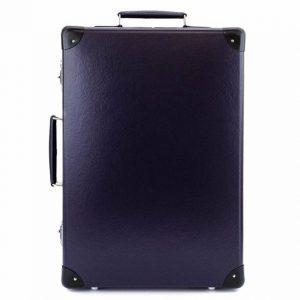 シンプルでおしゃれなネイビーのスーツケース