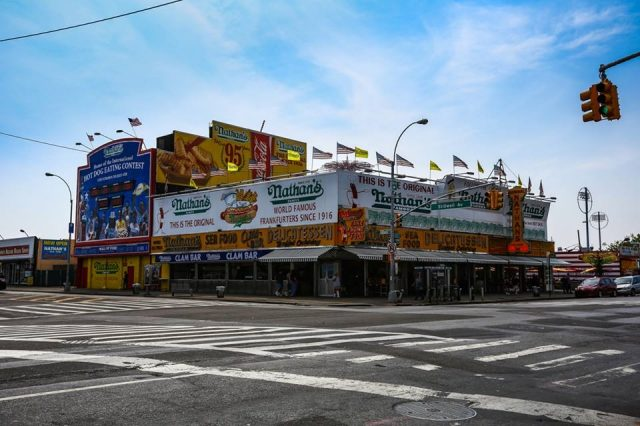 ニューヨークの穴場観光地のコニーアイランドにあるホットドッグ屋