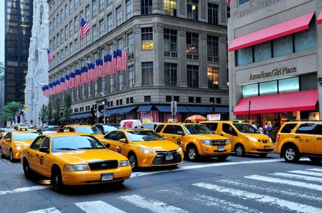 ニューヨークの5番街は有名観光地