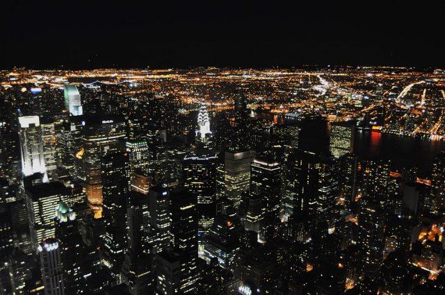ニューヨークの夜景観光スポットのエンパイアステートビルからの景色