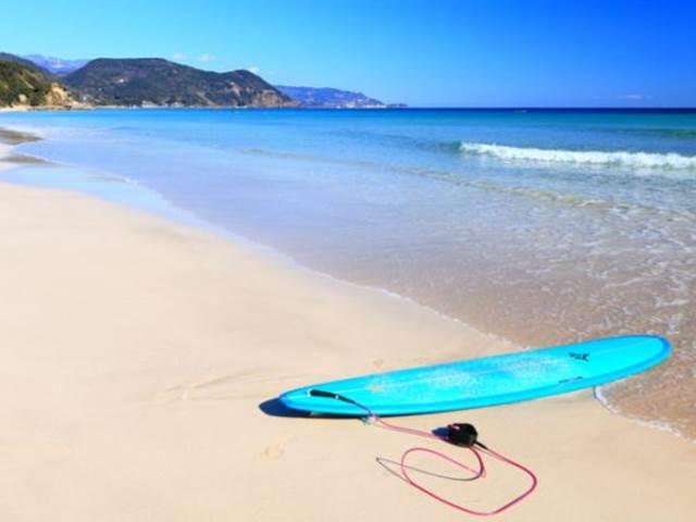 下田の海とサーフボード