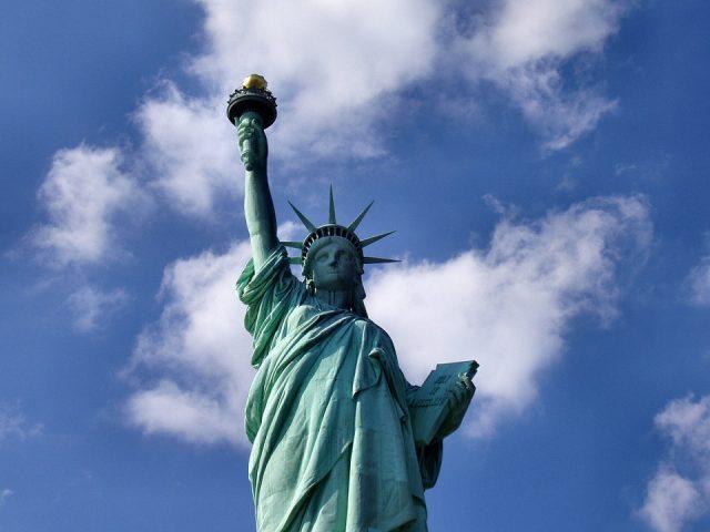 ニューヨークの観光スポットとして有名な自由の女神