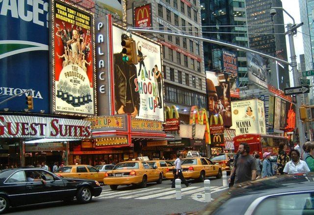 ニューヨークの観光地として有名なタイムズスクエア