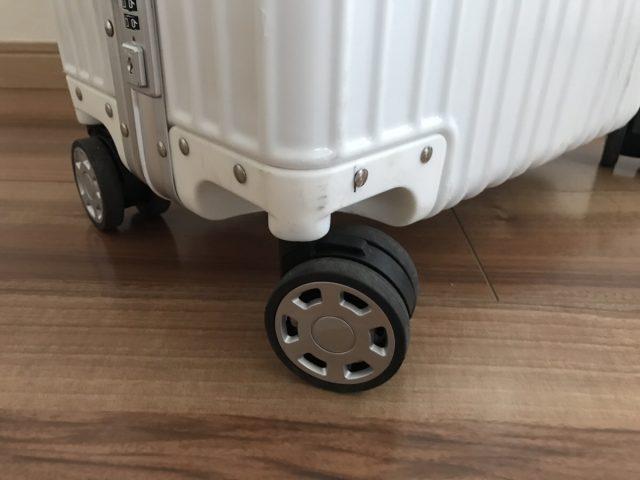 クロースの復古主義のスーツケースの車輪