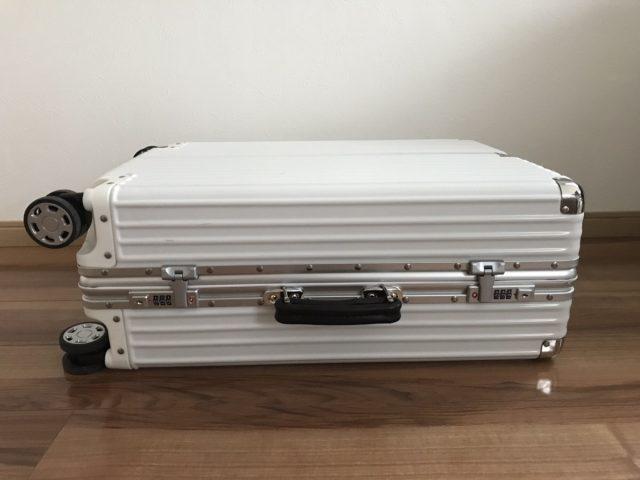 クロースの復古主義のスーツケースの横側