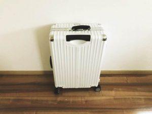 クロースのスーツケース