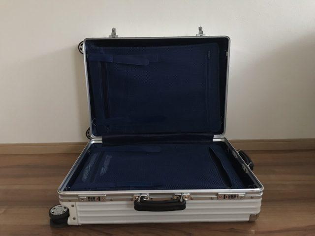 クロースの復古主義のスーツケースの中身