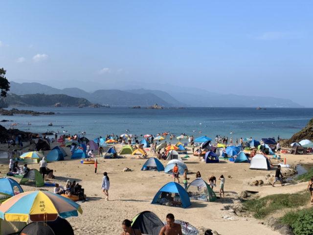 サンシェードテントが多いビーチ