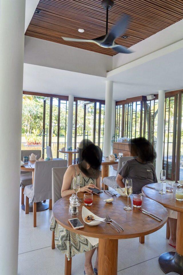 サロジンの朝食の場所(室内)