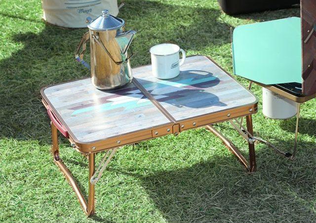 おしゃれな柄の折りたたみピクニックテーブル
