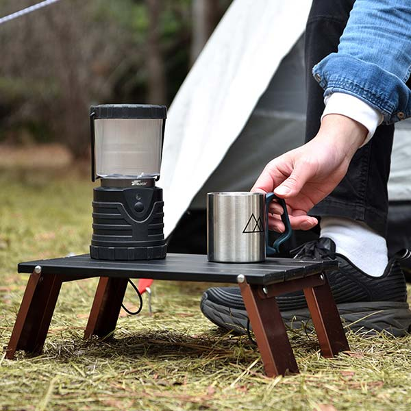 超コンパクトに折りたたみできるピクニックテーブル