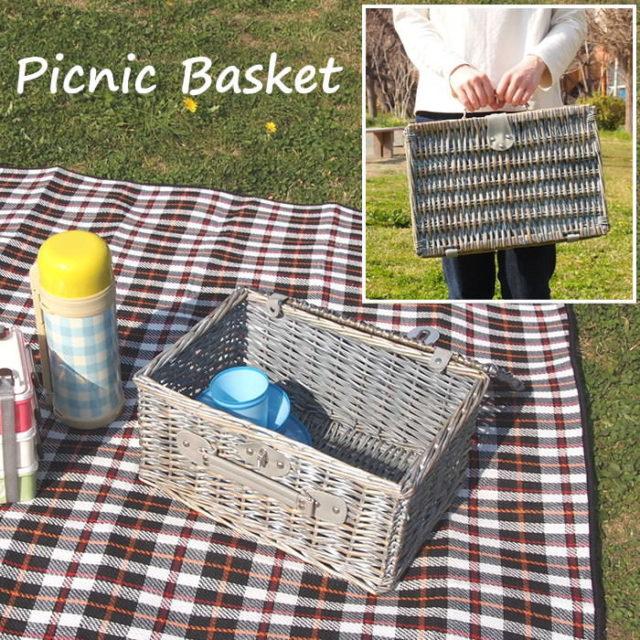 アンティークでビンテージ風のピクニックバスケット