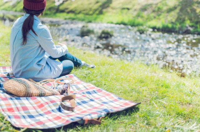 ピクニックの持ち物に必須のレジャーシート